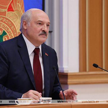 Лукашенко: Беларусь прошла серьезное испытание на национальное единство